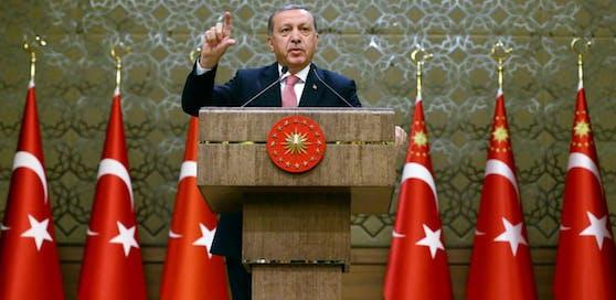Aus der Türkei unter Präsident Recep Tayyip Erdogan dringt scharfe Kritik nach Österreich.