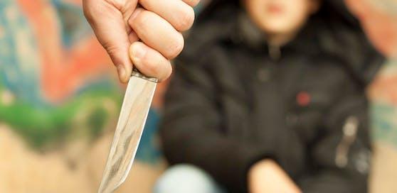 Der Teenager drohte mit einem Messer. Symbolbild
