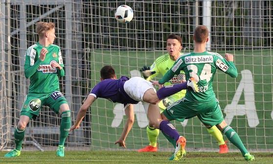 Veilchen-Stürmer Stefan Jonovic traf spektakulär zum 1:1 gegen Rapid II.