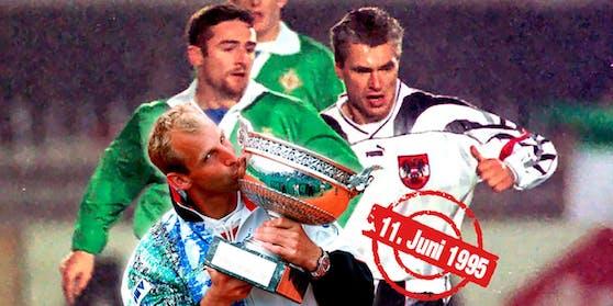 Am 11. Juni 1995 jubelten Thomas Muster bei den French Open und das österreichische Nationalteam beim Sieg in Irland.