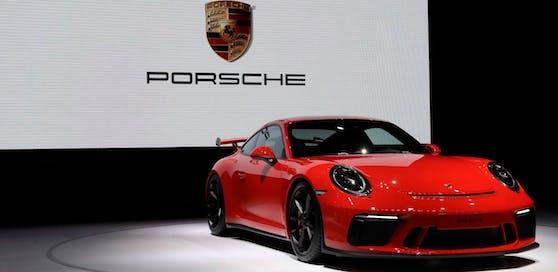 Razzia bei Porsche und Audi wegen Betrugsverdacht.