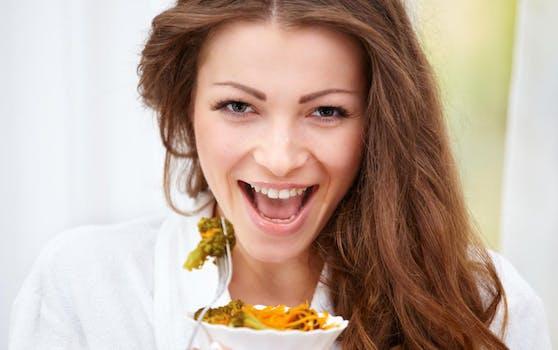 Laut Experten die günstigere und wirksamere Anti-Aging-Alternative: Intervallfasten.