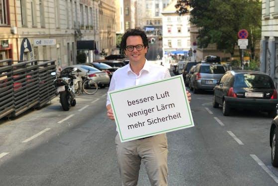 Bezirkschef Markus Reiter (Grüne) hat den Neubau flächendeckend zur 30er-Zone gemacht.