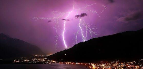 Erst am Montag kommt es nach einer Gewitter-Serie zu einer Wetterberuhigung.