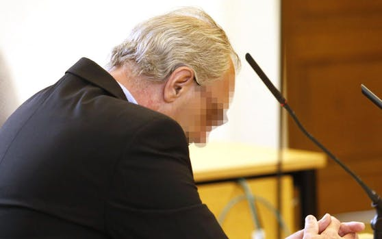 Der 56-Jährige wird beschuldigt seine Ex-Freundin mit einer Eisenstange erschlagen zu haben.