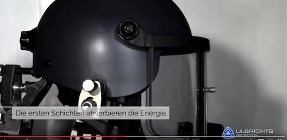 Ulbrichts in Schwanenstadt stellt moderne Helme für Polizei und Spezialeinheiten her.