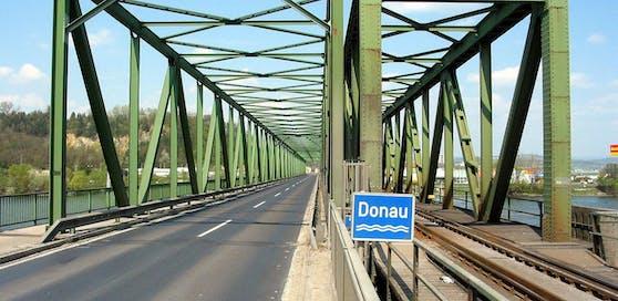 Mauthausner Donaubrücke: Leichen-Alarm wegen Passanten.