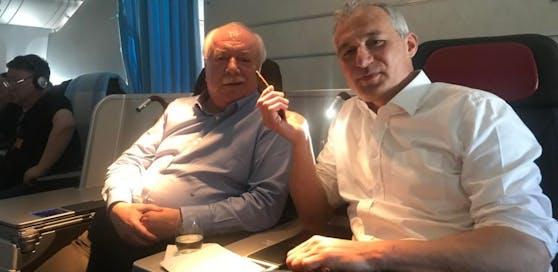 "Rückflug von Peking: Bürgermeister Michael Häupl beim Interview mit ""Heute""-Redakteur Peter Lattinger"