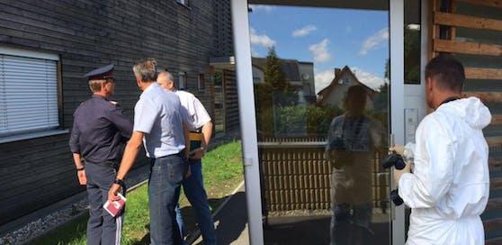 Der Tatort: In diesem Haus erstach der 25-Jährige in der Nacht auf Sonntag seine 31 Jahre alte Freundin.