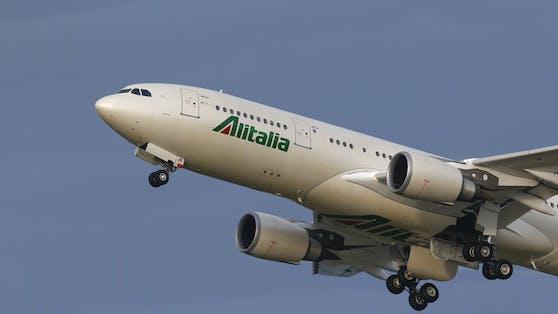 Eine Ära geht zu Ende: Ein Alitalia-Flieger in der Luft. (Archivbild)