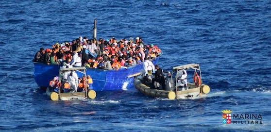 Tausende wollen über das Mittelmeer nach Europa.