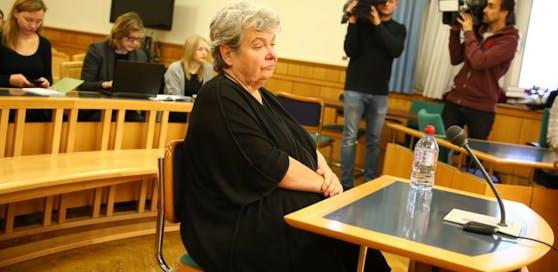 Silvia Stantejsky beim Prozessauftakt