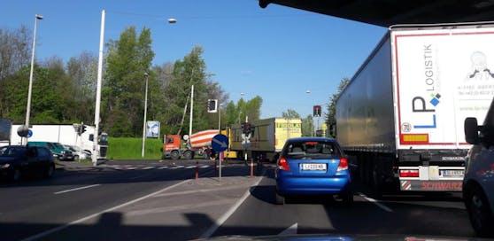 Ein Lkw-Unfall sorgte für Behinderungen.
