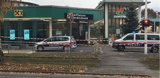 Die Raiffeisenbank in Dornach beim Winkler Markt wurde überfallen.