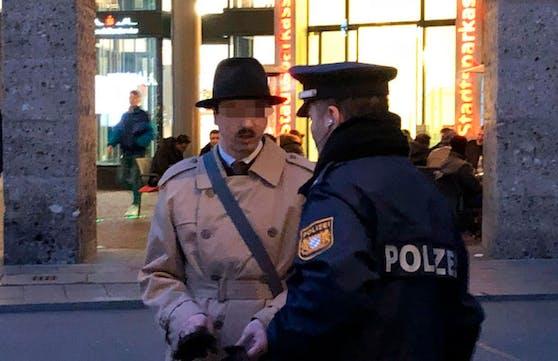 """Im Februar 2017 marschierte """"Harald Hitler"""" in Braunau auf. Nun tauchte er in München auf."""