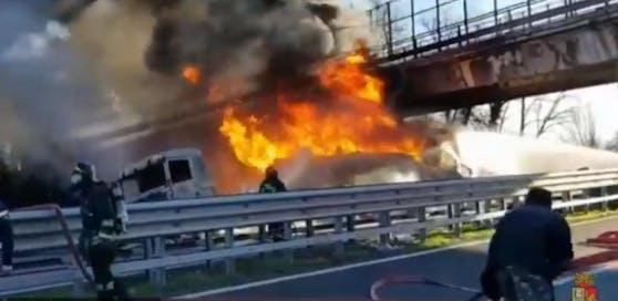 Unfall auf A 21 fordert sechs Tote.