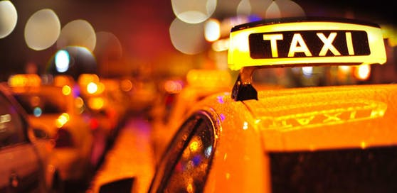 Die Taxilenkerin wurde von zwei Männern attackiert