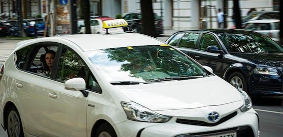 Der Taxifahrer ließ den Messermann mit einer Vollbremsung gegen den Sitz prallen.