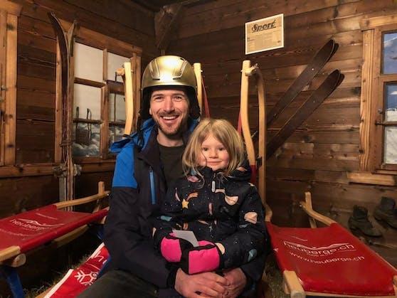 Thomas Frei, hier mit seiner Tochter, gewann das ganze Skigebiet der Fideriser Heuberge allein für sich und seine Freunde.