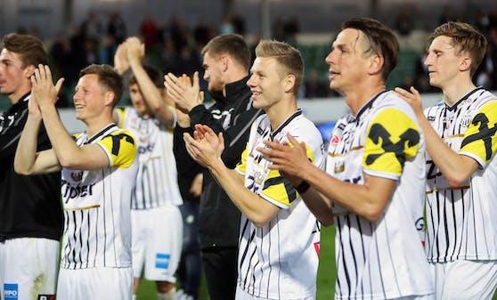 Die LASK-Kicker bejubeln den Aufstieg in die Bundesliga.