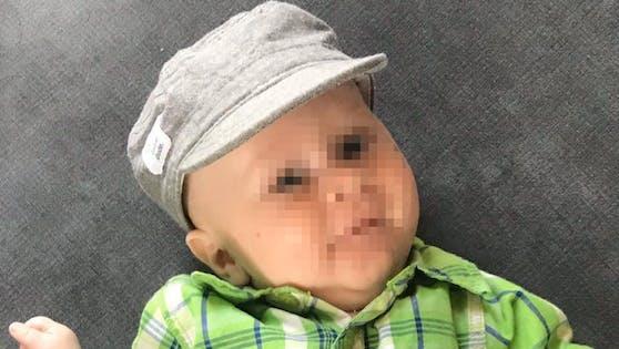 Baby John (7 Monate) wird nun gegen Muskelkrankheit geimpft, während Georg (13) aus Graz den Einsatz des Medikaments vor Gericht einklagen muss.