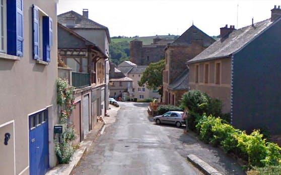 Eine Straße in der französischen 400-Seelen-Gemeinde Coupiac in der Region Okzitanien.