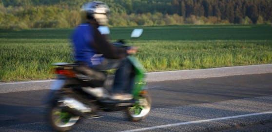 Der junge Moped-Fahrer war mit knapp 100 km/h unterwegs.