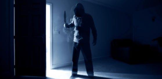 """Ein 17-Jähriger lief vermummt und mit einem Messer herum. War nur ein """"Prank"""" (Scherz), rechtfertigte er sich. (Symbolfoto)"""