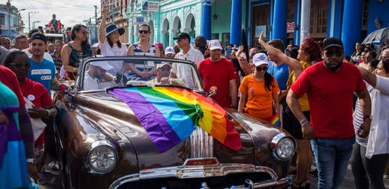 Setzt sich seit Jahren für die Rechte sexueller Minderheiten sowie für die Frauenrechte ein: Mariela Castro (m.), Abgeordnete und Tochter von Ex-Staatschef Raúl Castro.