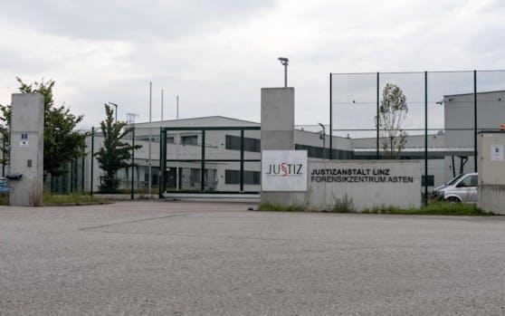 Acht Insassen gelang die Flucht aus dem Forensischen Zentrum in Asten.