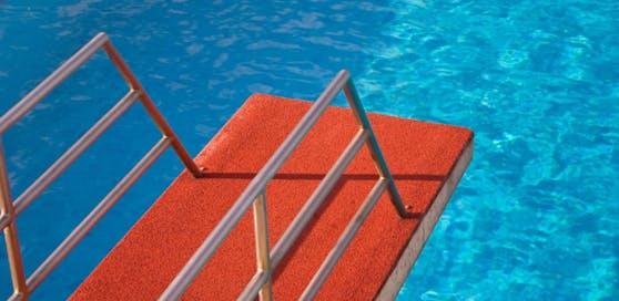 In einem Schwimmbad im Pongau kam es zu den sexuellen Übergriffen. (Symbolbild)