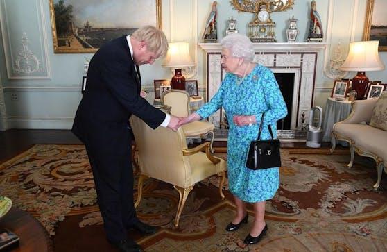 Boris Johnson mit Briten-Queen Elizabeth II.