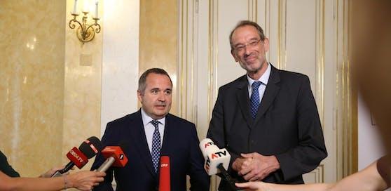 Bildungsminister Heinz Faßmann (VP) und Lehrergewerkschafter Paul Kimberger nach ihrem gemeinsamen Arbeitsgespräch.