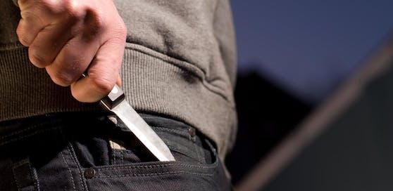 Der mutmaßliche Messerstecher wurde von der Polizei festgenommen.