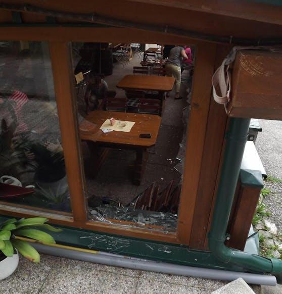Durch dieses Fenster wurde der Bub katapultiert