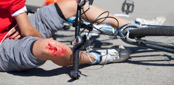 Der Radfahrer konnte einen Zusammenstoß mit dem Reh nicht mehr verhindern.