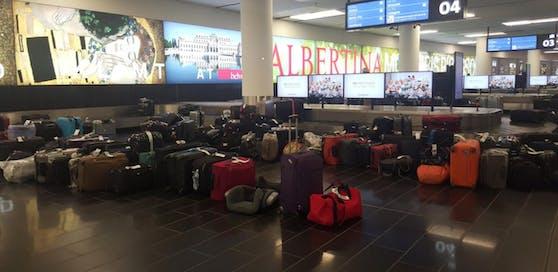 Koffer und Reisetaschen bei der Gepäckabholung