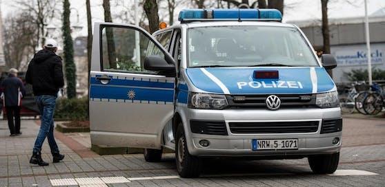 Ein Polizeiauto in Bad Oeynhausen, Deutschland. Symbolbild