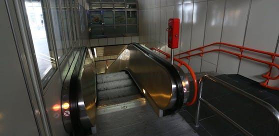 Das zweite Opfer wurde auf der Rolltreppe der Station U3-Neubau sexuell genötigt.