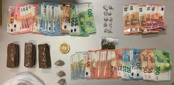 Den Ermittlern des Landeskriminalamts gelang es, insgesamt 13 Personen festzunehmen, 587,5 Gramm Heroin, 18,4 Gramm Kokain, 13 Stück Substitol, 11,7 Gramm Marihuana sowie 2.035 Euro sicherzustellen.
