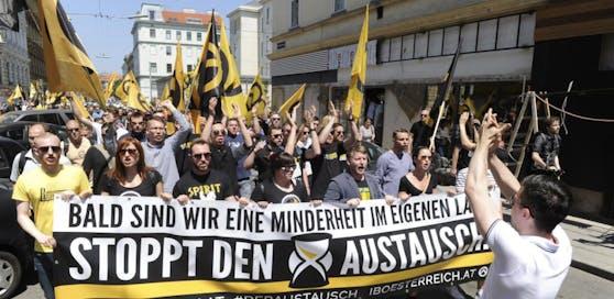 """Ein Aufmarsch der rechtsextremen """"Identitären"""" in Wien im Jahre 2015."""