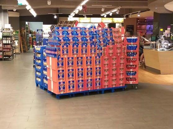 """Schon im September heißt es in diesem Supermarkt """"Frühliche"""" Weihnachten."""