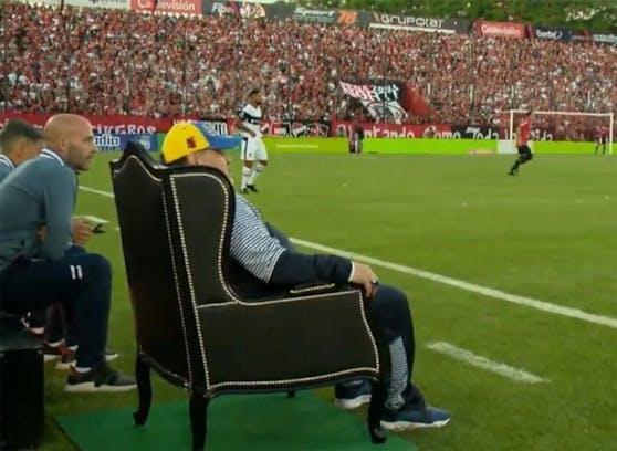 Diego Armando Maradona im Trainer-Thron