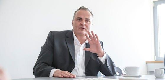 Verteidigungsminister Hans Peter Doskozil (SPÖ) erklärt den Nutzen des Bundesheeres.