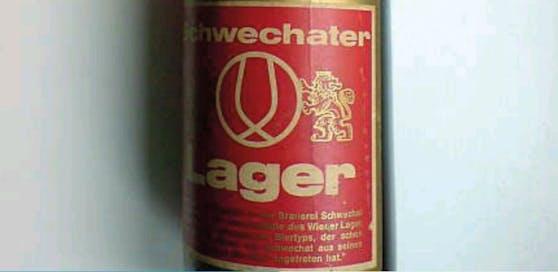 Eine Flasche Schwechater mit Alka-Kapsel.