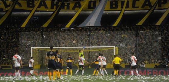 River Plate stieg gegen die Boca Juniors trotz Niederlage im Rückspiel auf.