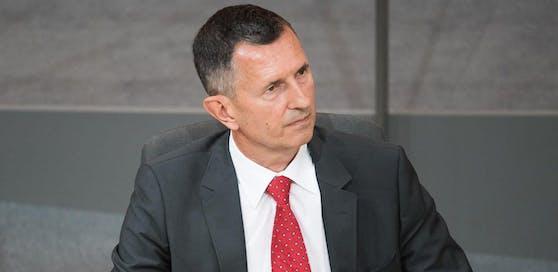 Verteidigungsminister Thomas Starlinger im Parlament.