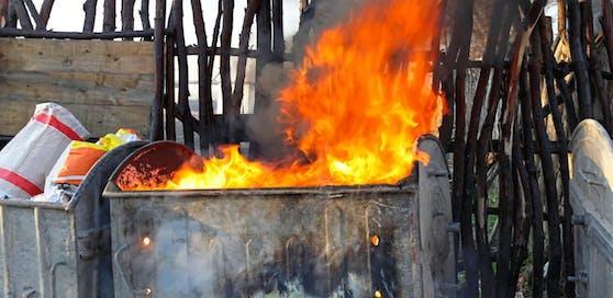 Die Müllcontainer gingen in Flammen auf