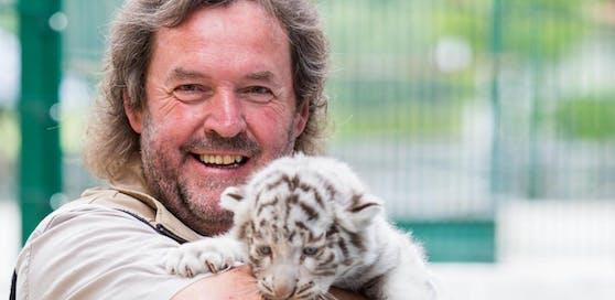 Herbert Eder mit Tigerbaby - da war die Welt noch in Ordnung