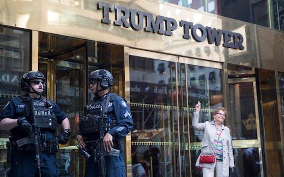 Diebe haben Juwelen aus zwei Wohnungen im Trump Tower gestohlen.